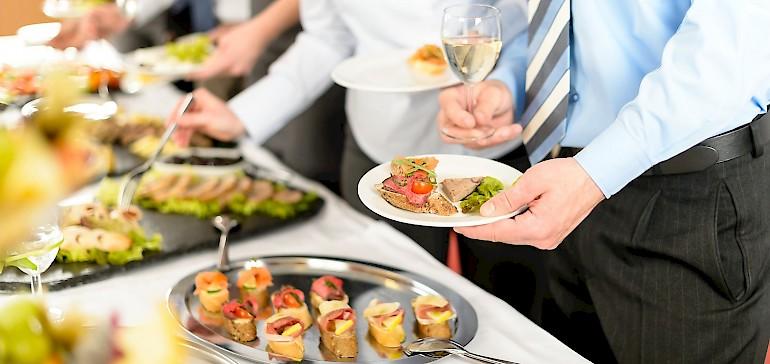 Wir bieten Ihnen Buffet- und Menüvorschläge für Familienfeiern und Co. für jede Jahreszeit