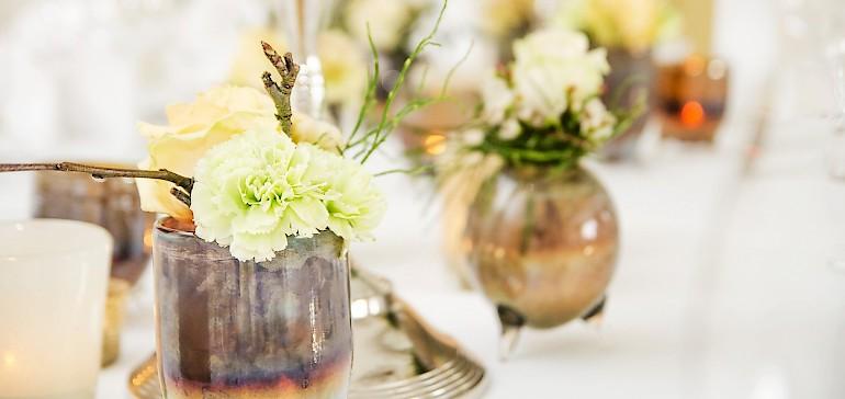 Bezaubernde Tischdekoration für Familienfeiern von unserer Floristin