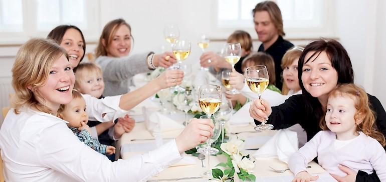 Familienfeiern in Münster können Sie mit bis zu 100 Personen im Kaiserhof feiern. Räumlichkeiten und Zimmer zum Übernachten!