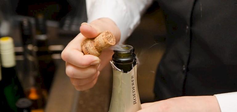 Hotel-Arrangement an Silvester mit Champagner und Gala