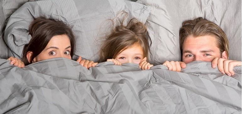 Familienzimmer im Münsterland mit gemütlichem Schlafsofa für zwei Erwachsene und zwei Kinder