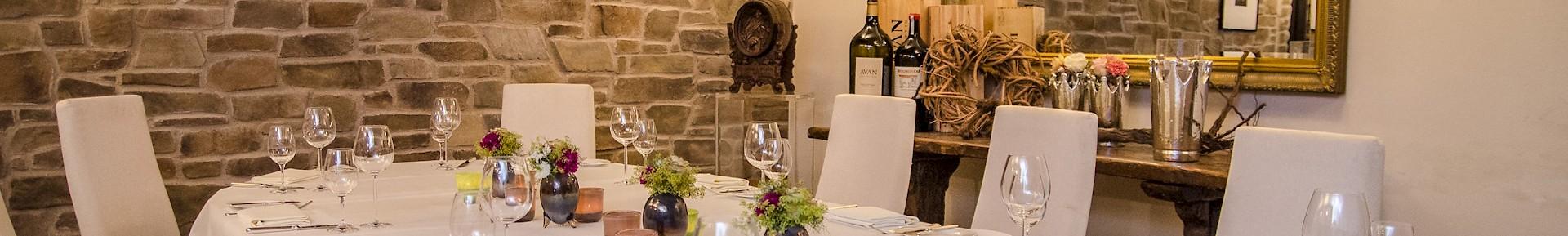 Uriger Weinkeller für Veranstaltungen mit bis zu 16 Personen