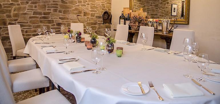 Geschäftliche Feiern im Weinkeller des Kaiserhofs feiern