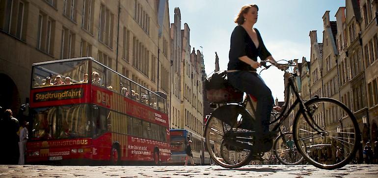 Nutzen Sie den Münsterbus für eine Stadtrundfahrt oder buchen Sie eine Stadtführung zu Fuß