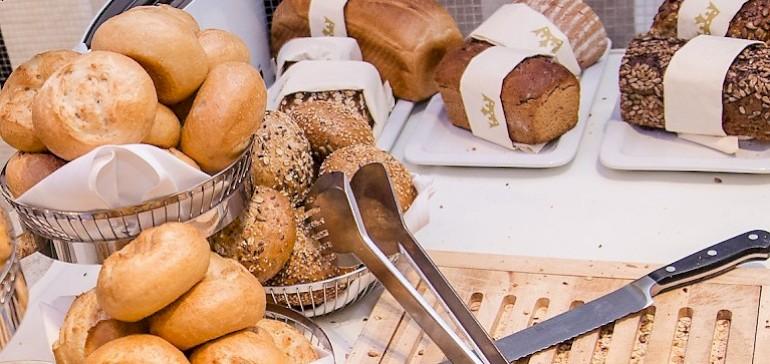 Frühstücksbuffet in Münster mit großer Auswahl an Brot,Brötchen sowie warmen und kalten Speisen