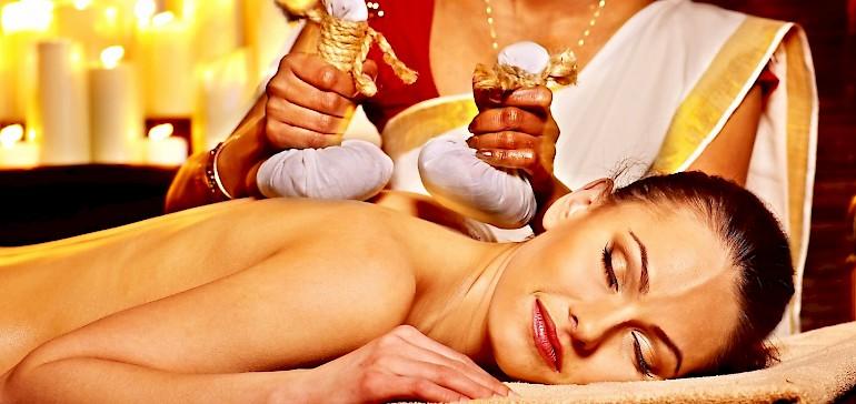 Entspannte Ayurveda Ganzkörpermassage