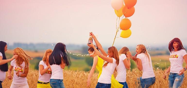 Ausgelassen feiern, aber ohne dass es peinlich wird. JGA-Ideen für Partymuffel.