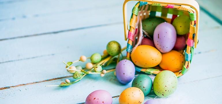 Ostereier eignen sich als Dekoration oder auch zum Bewerfen: Probieren Sie internationale Bräuche aus!