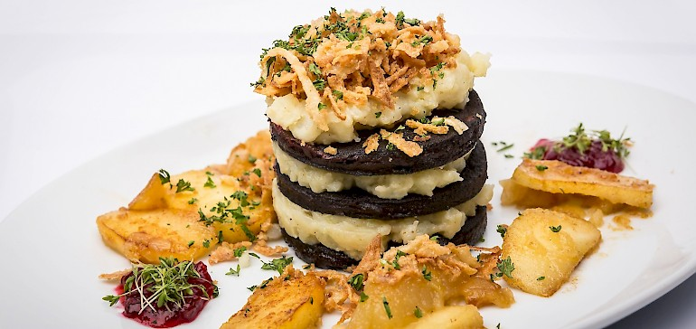 Westfalische kuche vorspeisen hauptgerichte dessert for Küche h ngeschrank h he