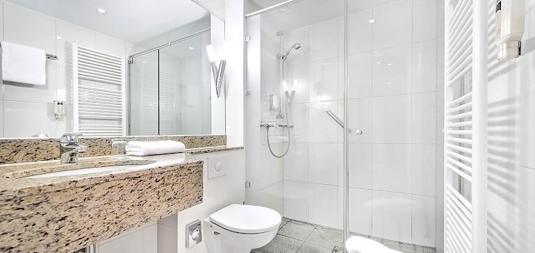 Moderne, große Badezimmer sind in allen Deluxezimmer und Suite vorhanden