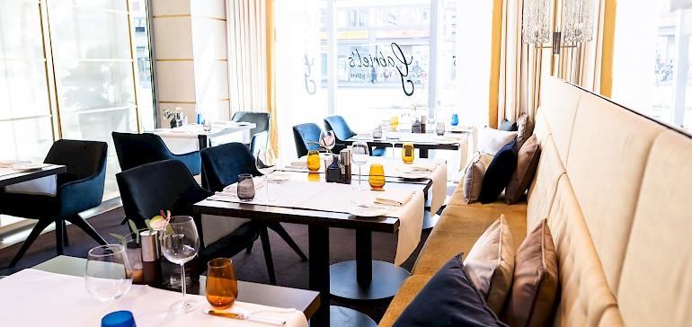 Das Restaurant ist hell und modern gestaltet