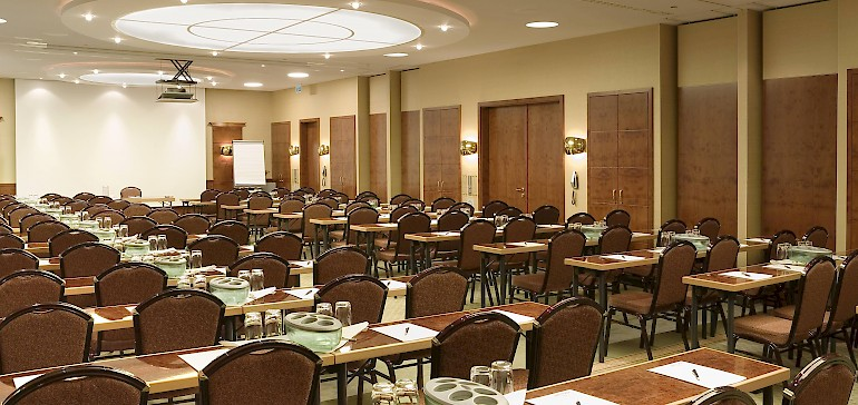 Großer Tagungsraum für bis zu 140 Personen