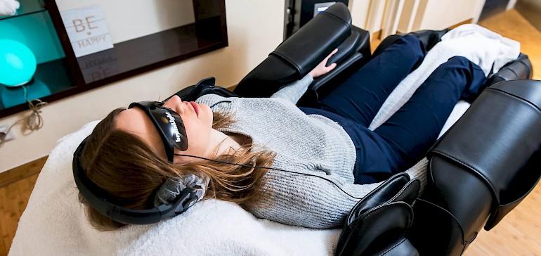 Mit dem brainlight-Massagesessel können Sie in nur wenigen Minuten tiefe Entspannung erfahren