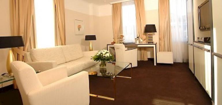 Wohnbereich in der elegant eingerichteten Kaisersuite