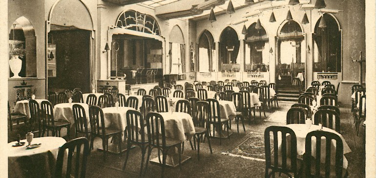 Blick auf die Tanzorchester-Bühne im Kaiserhof