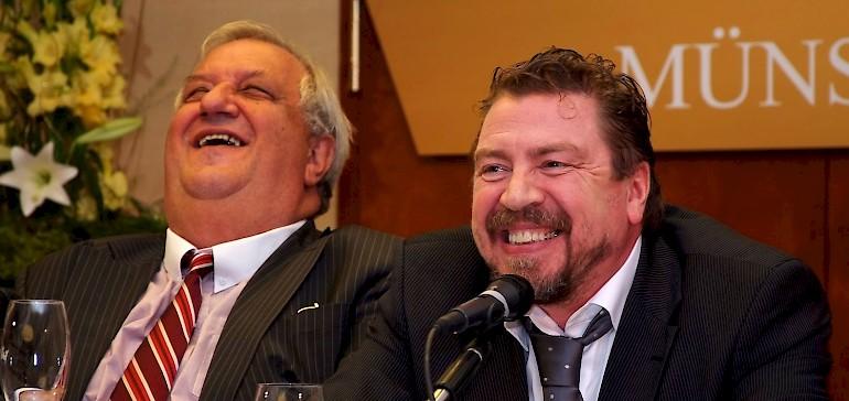 Werner Wirsing und Armin Rohde haben Spaß bei der Pressekonferenz