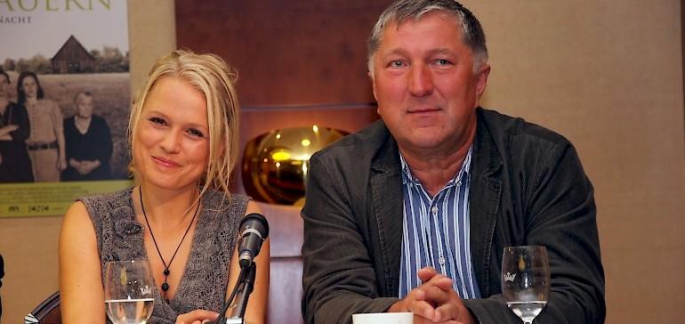 Nova Meierhenrich und Veit Stübner bei der Pressekonferenz im Kaiserhof