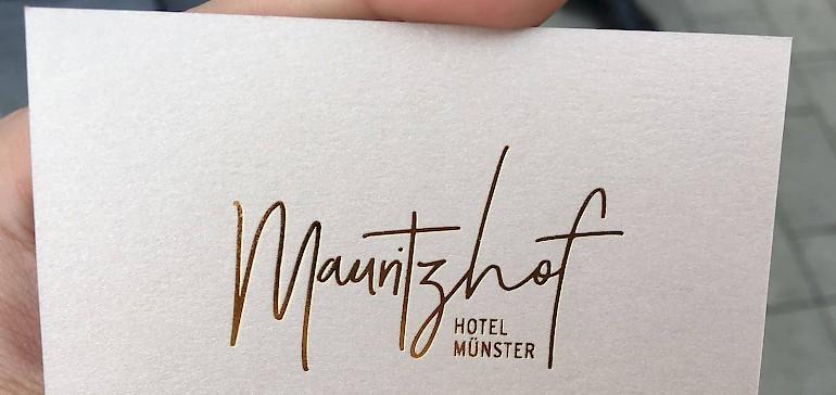 Auch das Logo wurde modernisiert, wie hier auf einer Visitenkarte zu sehen