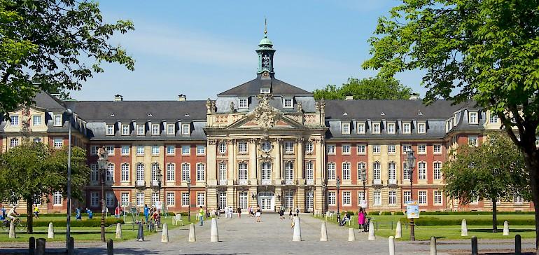 Das Schloss Münster ist eine der bekanntesten Sehenswürdigkeiten