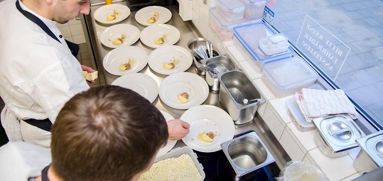 Die Arbeitszeiten von Köchen variieren stark je nach Betrieb