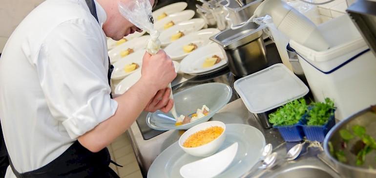 Kochlehrlinge übernehmen früh Verantwortung
