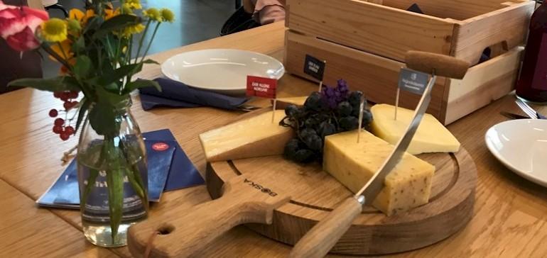 Zum Abschluss durften die Käsesorten verkostet werden