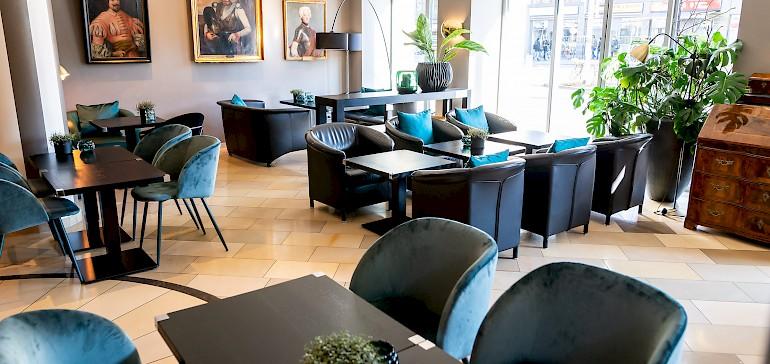 In der Bar & Lounge Barachiel's bedienen unsere Auszubildenden unsere Gäste