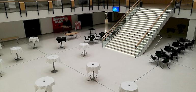 Im Foyer können Empfänge, aber auch Messen und Ausstellungen stattfinden