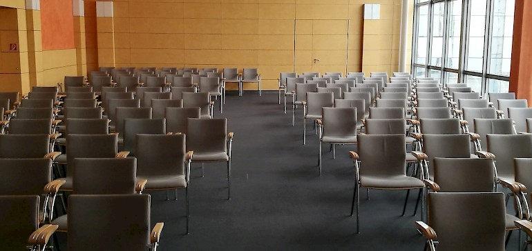 Großzügiges Platzangebot im Tagungsraum