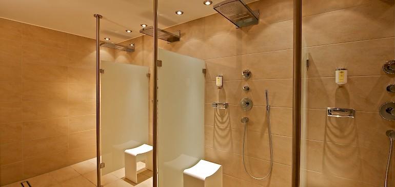 Verschiedene Einstellungsmöglichkeiten machen das Duschen im Spa zu einem Erlebnis