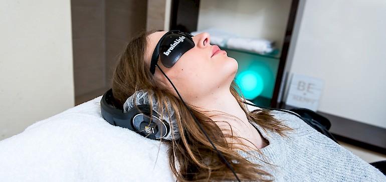 Ersetzen Sie zwei Stunden Schlaf mit einem zwanzig-minütigen Programm auf dem Brainlight-Massagesessel
