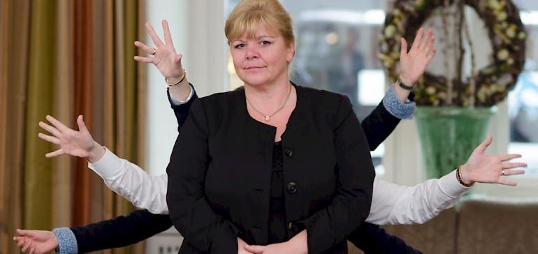 Personalleiterin Frau Bock ist schon seit Jahrzehnten im Kaiserhof und wünschte sich manchmal mehr als zwei Hände
