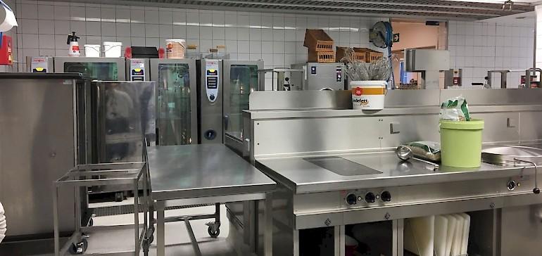 Einblick in die Großküche der LVM