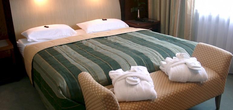 Schlafzimmer Suite mit großem Bett