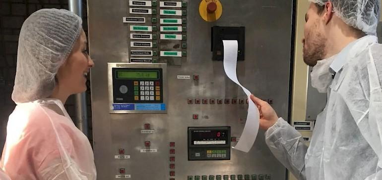Die Produktionsmaschinen drucken verschiedene Berichte aus