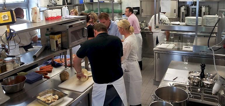 Der beliebte Kochkurs in NRW findet mit bis zu 15 Teilnehmern statt