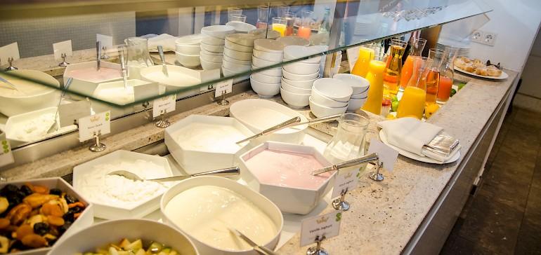 Zu einem Frühstück in Münster gehört natürlich auch Joghurt, Quark und Obstsalat