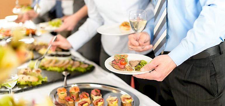 Für Ihre Firmenfeier in Münster bietet der Kaiserhof einen stilvollen Rahmen mit klimatisieren Räumen und gutem Essen