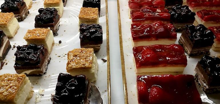 Am Nachmittag darf die Pausenverpflegung der Tagung auch süß sein, z.B. mit Kuchen der Saison.