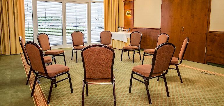 Der Raum Kaiser Friedrich ist für Tagungen mit bis zu 25 Personen oder als Gruppenarbeitsraum geeignet