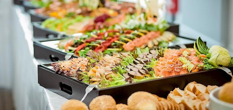 Für Ihre Hochzeit in Münster liefern wir gerne das Catering als Buffet oder Menü