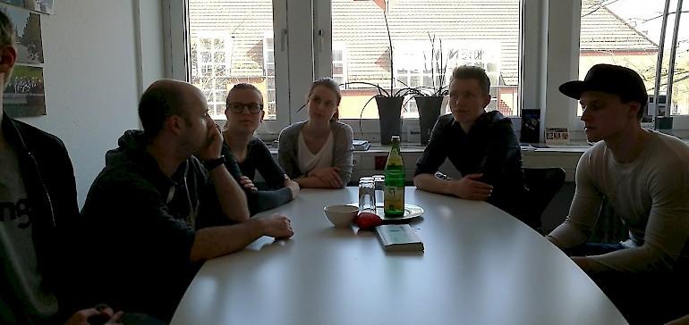 Im Besprechungsraum von Frau Panske, Leiterin der Touristik und Stadtinformation, und Frau Ryll, Angestellte in der Abteilung