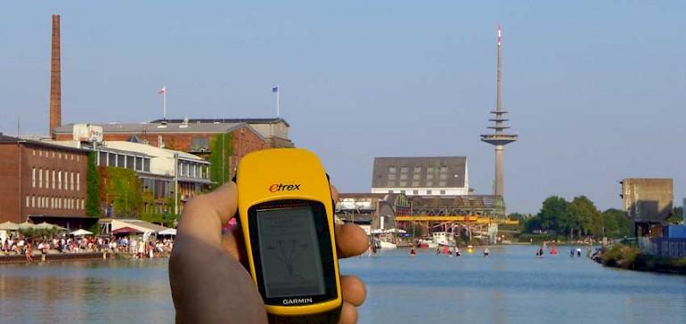 Lockern Sie das Firmenfest mit einem Unterhaltungsprogramm auf, z.B. einer GPS-gesteuerten Stadtrally