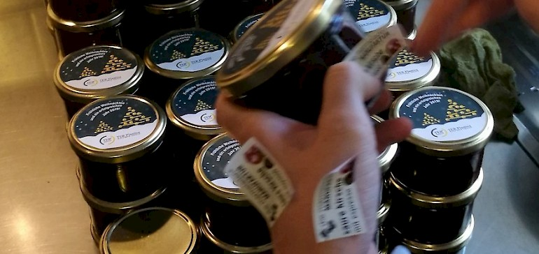 Die Marmelade erhalten Etiketten