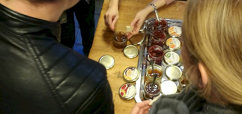 Kampf um die Marmeladen-Gläser