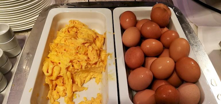 Rühreier und gekochte Eier gehören zum Standard bei einem eiweißreichen Frühstück