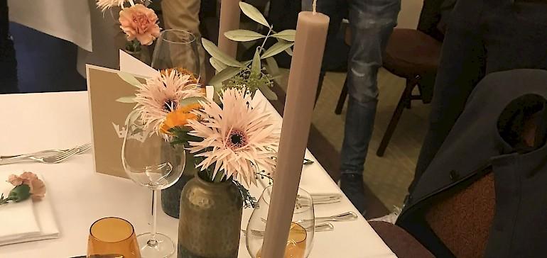Ein fertig gedeckter Tisch