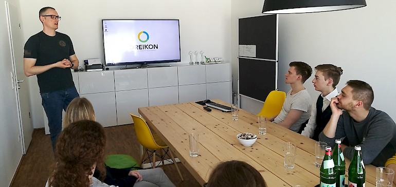 Bei unserem Besuch bei DREIKON berichtete Matthias Kampmann über die vielfältigen Aufgaben einer Werbeagentur