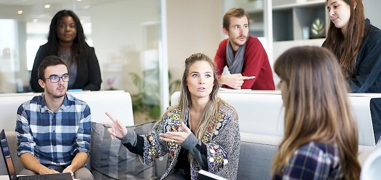 Es gibt sechs Arten von klassichen Tischordnungen bei einem Meeting. Jede verfolgt ein anderes Ziel.