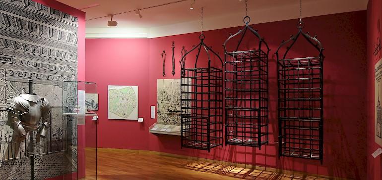 Das Stadtmuseum zeigt spannende Ausstellungen zur Geschichte Münsters, wie hier das Täuferkabinett